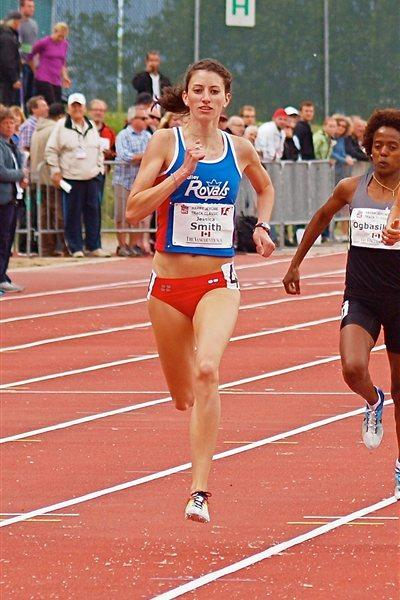 Jessica Smith on the way to her first sub-2:00 performance (Noah Photography)