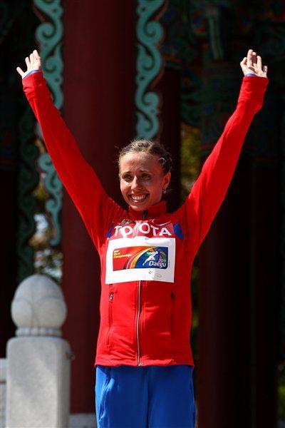 Olga Kaniskina celebrates winning her third consecutive World Championships gold medal (Getty Images)