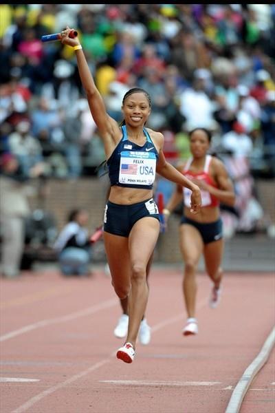 Allyson Felix anchors the victorious 4x400m quartet at Penn (Kirby Lee)