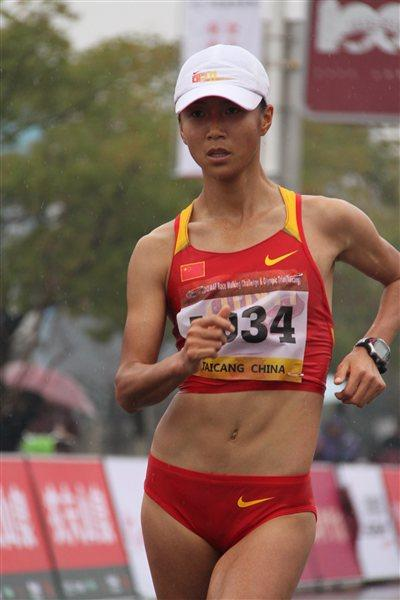 Liu Hong on the way to shattering the Asian 20Km record in Taicang (Organisers)