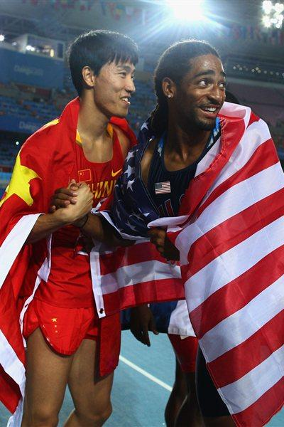 Liu Xiang (L) of China and Jason Richardson of United States take the pose after the men's 110 metres hurdles final (AFP/ Getty Images)