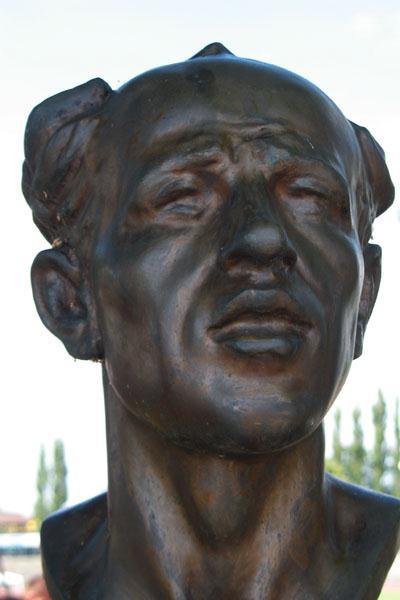 Emil Zatopek's statue in Ostrava (Bob Ramsak)