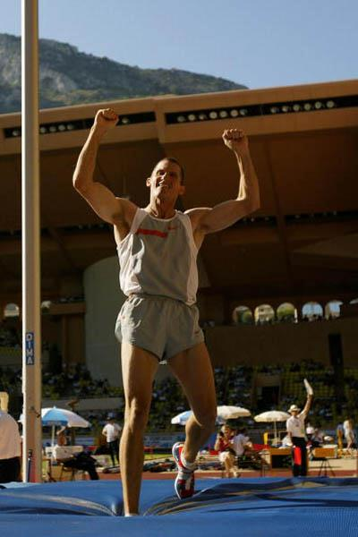 Tim Mack of the US celebrates clearing 6.01m at the World Athletics Final (Getty Images)