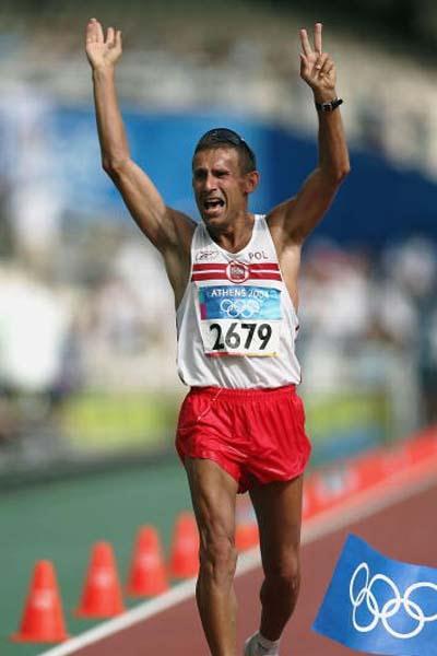 Robert Korzeniowski of Poland wins the 50km Walk (Getty Images)