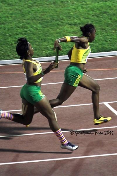 Jamaica en route to the girls CARIFTA U-17 4x100m Relay victory (Dean Greenaway)
