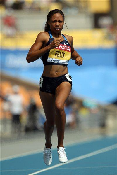 Allyson Felix eases through the opening round of the women's 200m (Getty Images)