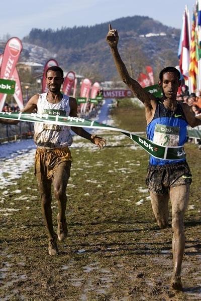 Humegaw Mesfin beats Gebre-egziabher Gebremariam the 2010 men's race in Amorebieta (Unai Sasuátegui)