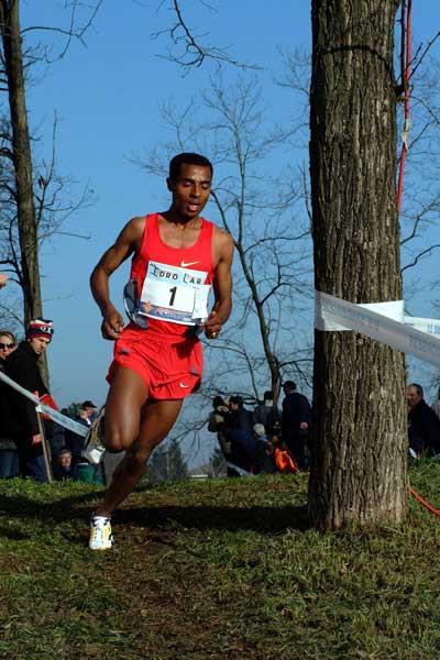 Bekele in full flow in the 2004 Campaccio race (Lorenzo Sampaolo)