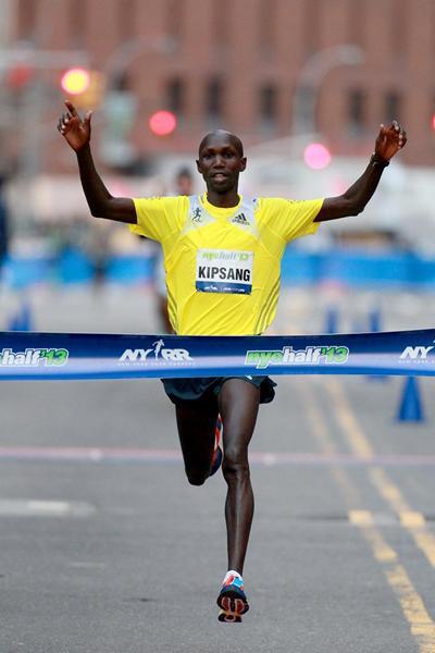 Wilson Kipsang winning at the 2013 NYC Half Marathon (PhotoRun-NYRR)