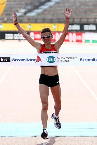 Big win for Valeria Straneo at the 2012 Stramilano (Giancarlo Colombo)