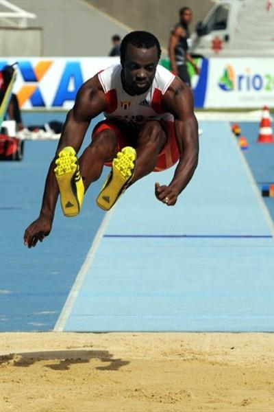 Cuban David Giralt triple jumping in Rio (Ismar Ingber/CBAt)