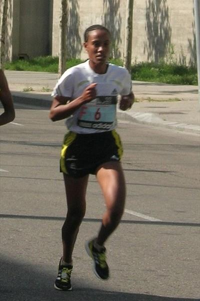 Desta Girma Tadesse on the way to the 2010 Madrid Marathon title (Mareas)