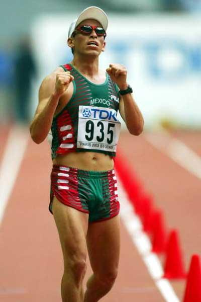 Noe Hernandez (MEX) finishes 4th in 2003 World 20km (Getty Images)
