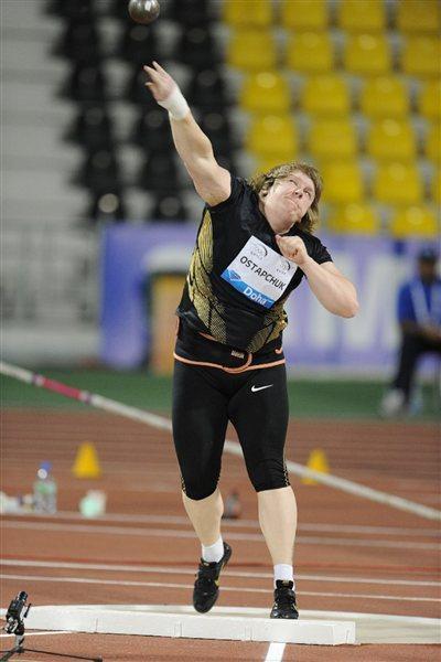 Nadezhda Ostapchuk puts at the 2012 Samsung Diamond League in Doha (Jiro Mochizuki)