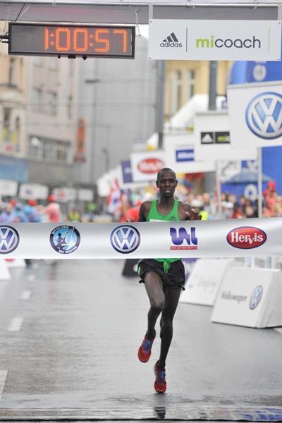 Philemon Limo winning the 2011 Ústí nad Labem Half Marathon (organisers)