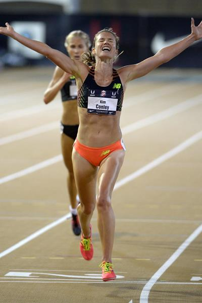 Kim Conley takes the US 10,000m title in Sacramento (Kirby Lee)