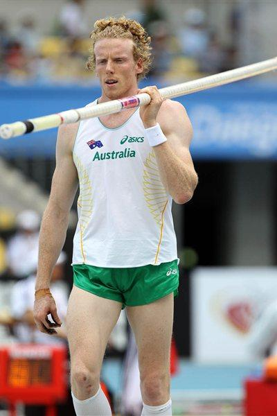 Steven Hooker of Australia prepares during the men's pole vault qualification round during day one - WCH Daegu 2011 (Getty Images)