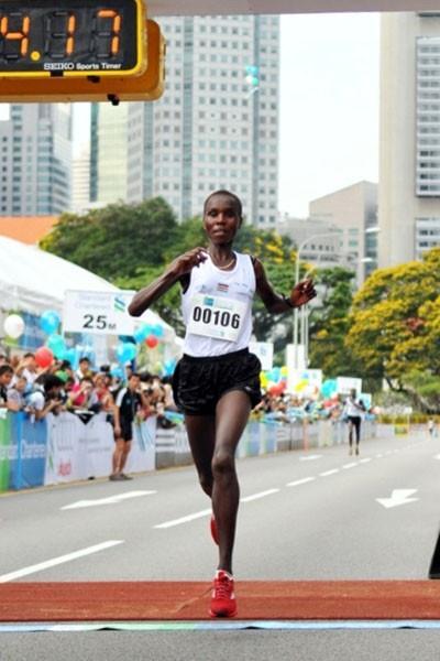 Edith Masai taking the Singapore Marathon title (Pat Butcher)