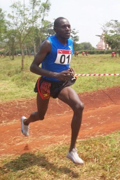 Moses Kipsiro on the way to his fourth straight Ugandan XC title (Daniel Senfuma)