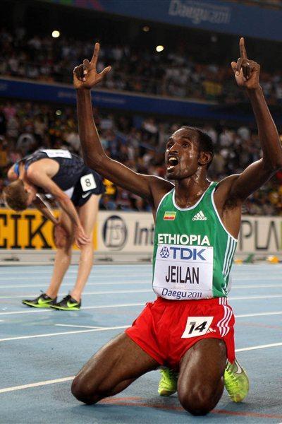 Ibrahim Jeilan celebrates winning the 10,000m gold medal in Daegu (Getty Images)