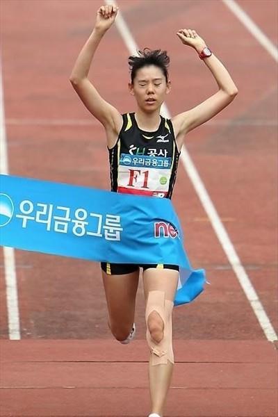 Kim Eun Jung of Korea takes the women's title at the Joongang Seoul Marathon (Joongang Marathon organisers)