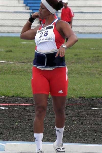 Misleydis González shot putting at the 2009 CAC Champs in Havana (Javier Clavelo Robinson)