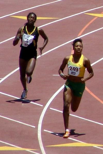 Chris Ann Gordon of Jamaica en route to victory in the heats of the 400m at the CARIFTA Games in Montego Bay (Carlos Clemente)