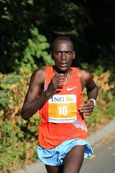 Matthew Kisorio en route to his 1:00:15 event record in Philadelphia (Victah Sailer)