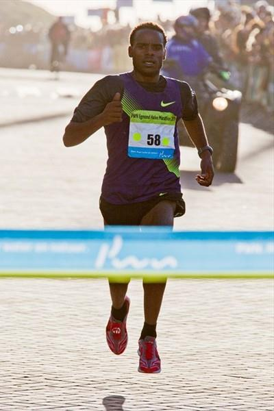 Ayele Abshero of Ethiopia takes a comfortable victory in Egmond aan Zee (Organisers)