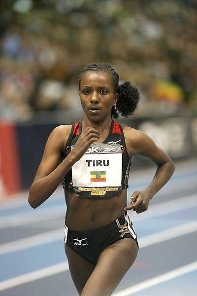 World indoor record bound - Tirunesh Dibaba in Boston (Victah Sailer)