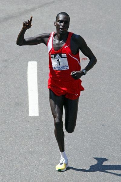 Robert Cheruiyot sailing to Boston Marathon victory No. 4 (Getty Images)