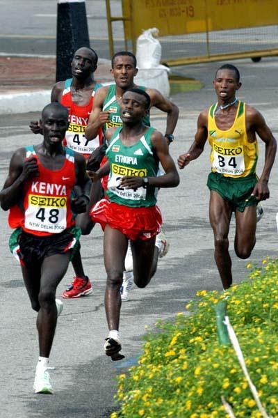Paul Kirui leads the pack (Prakash Singh (AFP) for the IAAF)