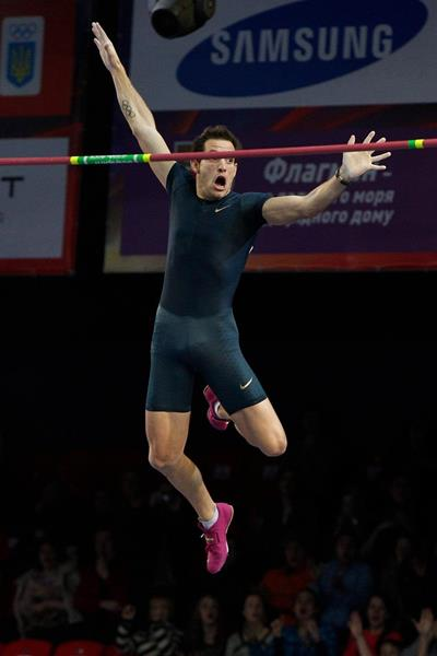 Renaud Lavillenie clearing a world record of 6.16m at the 2014 Pole Vault Stars meeting in Donetsk (Valeriy Bilokryl / Jean-Pierre Durand)