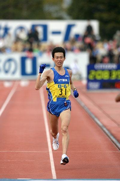 Satoshi Osaki at the Lake Biwa Marathon (Victah Sailer)