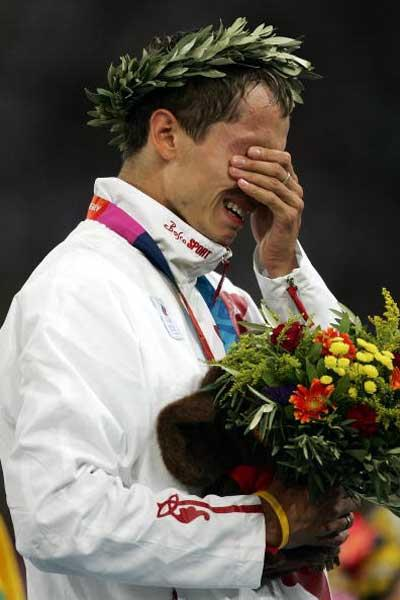 An emotional Yuriy Borzakovskiy after receiving his Olympic gold medal (Getty Images)