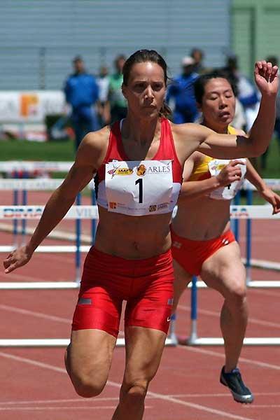Jessica Zelinka of Canada in the 100m Hurldes in Arles (Lorenzo Sampaolo)