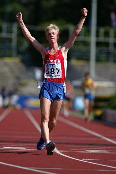 Stanislav Emelyanov of Russia  wins the 10,000m Race Walk final (Getty Images)