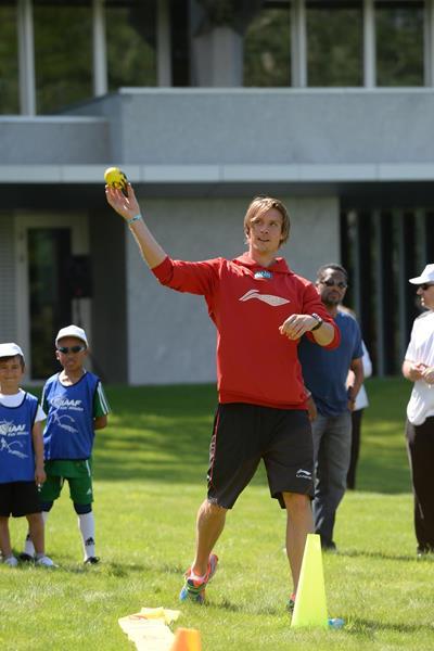 Andreas Thorkildsen throws the vortex javelin at the IAAF / Nestlé Kids' Athletics demonstration in Vevey, Switzerland (Jiro Mochizuki)