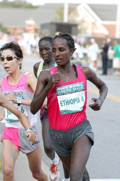 Abebu Gelan running towards victory in the ninth annual Rock 'n' Roll Half Marathon in Virginia Beach (Victah Sailer)