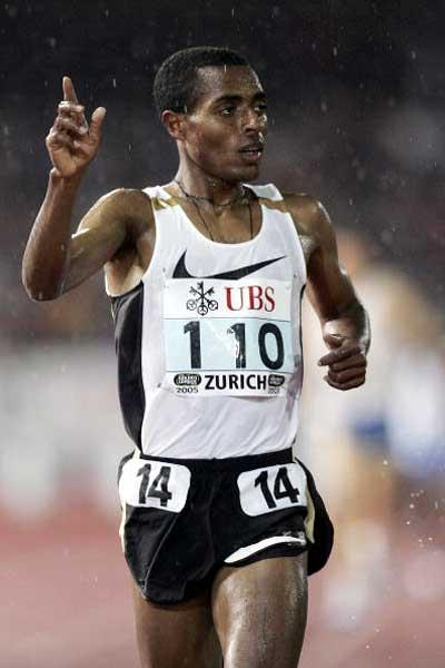 Kenenisa Bekele running the 3000m in Zurich (Getty Images)