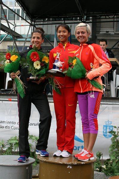 La Coruna women's podium: runner-up Beatriz Pascual (ESP), winner Liu Hong (CHN) and Maria Vasco (ESP) who was third (La Coruna organisers)