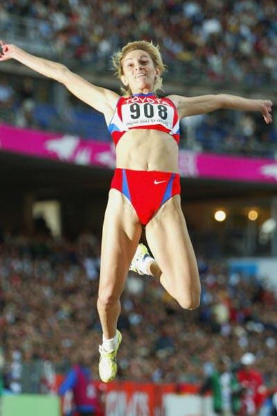 Tatyana Kotova in action in the Long Jump final (Getty Images)