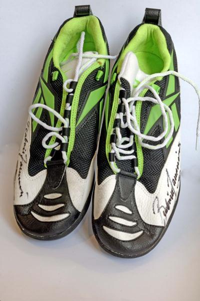 Beatrice Faumuina's 1997 World Championships winning shoes (IAAF)