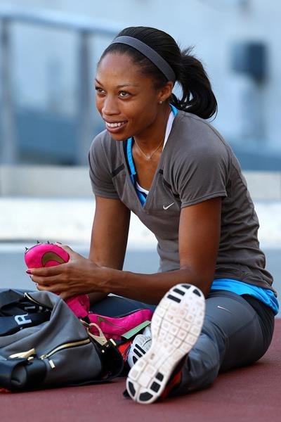 Allyson Felix on the warm-up track (Getty Images)