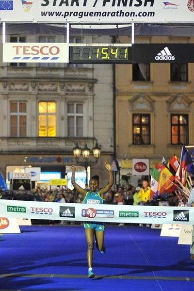 Zakia Mrisho winning the Prague 5Km (organisers)