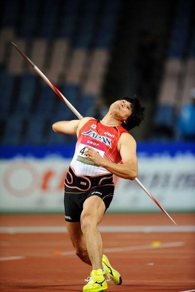 Yukifumi Murakami throws to the Asian title in Guangzhou (Jiro Mochizuki)