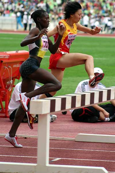Ruth Bisibori Nyangau of kenya on the way to improving her World Junior 3000m Steeplechase record in Daegu (IAAF)