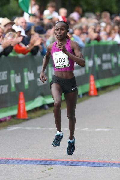 Lineth Chepkurui on the way to a course record at the TD Bank Beach to Beacon 10K (Victah Sailer)