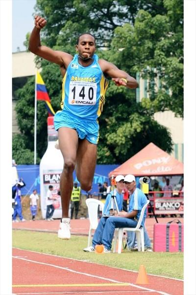Leevan Sands competing in Cali at the 2008 CAC champs (Fernando Neris)