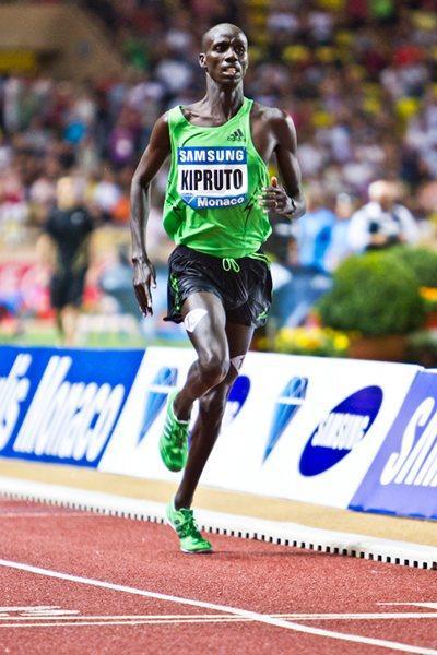 Brimin Kipruto en route to his sizzling 7:53.64 in Monaco (Philippe Fitte)